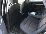 後部座席に肘置き兼用のテーブル・カップホルダー・エアコンなど充実の装備がございます。新車時からのディーラーでの整備記録簿も平成25・26・27・28年と、残っており素性の良さを物語っています。