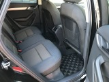 殆ど使われていなかった様子のリアシート。ファミリーユースの車両で良く見かける前席背面の汚れや傷も殆ど有りません。