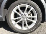 純正18インチアルミホイール。タイヤも7分残っており当面の間安心して走行可能です。輸入車・国産車問わず下取り・買取査定も承りますので、まずはお気軽にご相談下さい。