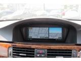 後方の視界も安心のバックカメラ装着車です。お出掛けの際に便利なアルピナ純正HDDナビ装備充実車両です。