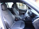Mスポーツ専用クロスレザーコンビネーションシートはドライバーの体をしっかりと支えてくれます。