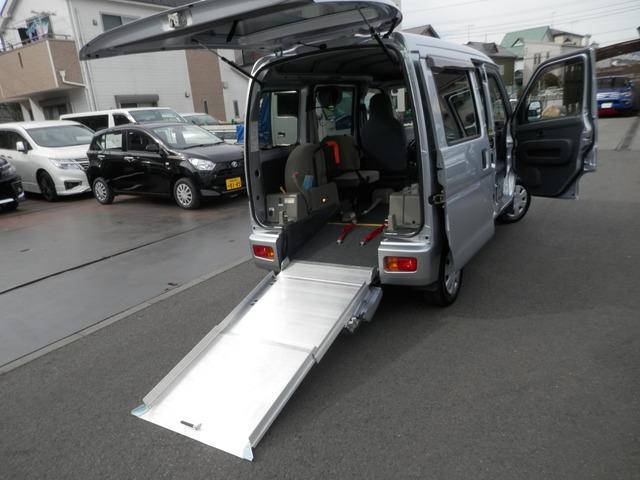 ダイハツ ハイゼットカーゴ スローパー 福祉タクシー仕様 折り畳み補助シート付き 4WD ナビTV!キーレス!4人乗り!