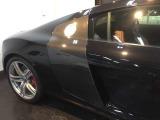 オプションのカーボンサイドブレードなど高価な部品も付いて大変美しい車体です。