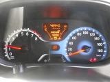 燃費計なども付いたスピードメーター。
