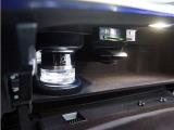 グローブボックスにパフュームアトマイザーを装備。