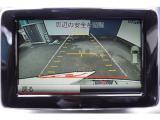 パーキングパイロットは縦列・並列駐車時にセンサーが出庫/駐車が可能なスペースを検知すると、ハンドル/ブレーキ操作が自動で行なわれ、ドライバーはアクセル/シフト操作のみでカンタンに駐車することができます