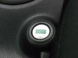 燃費の向上をサポートするアイドリングストップ&ECOモードシステム搭載モデル♪オゾンセーフフルオートエアコンや本革巻きステアリング[チルトステアリング機構搭載]、シートリフターなどその他、多数装備!!
