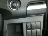 こちらのお車にはシートヒーターが装備されております☆体を直接暖めてくれますので、通常のエアコンよりも早く暖まることが出来ます!!寒い時期や寒い地方に出かける際は、寒い時も快適にドライブを楽しめますね♪