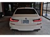 アルピンホワイトのボディが光輝くNew・BMW『320i Mスポーツ』外装に気になる傷や凹みはございません!是非一度ご来店頂き、状態の良さを拝見してください。