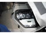 オイルメンテナンス、バッテリーメンテナンスにも配慮した荷台の取り付けとなっております。