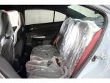 内装は運転席以外のビニールカバーが新車時のまま残っており、綺麗に保たれております。ビニールを剥がす時のワクワク感を存分に味わうことができます!