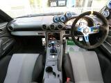 フル装備!HID・ABS・キーレス・ETC・オートエアコン・など嬉しい装備です。前席はレカロシートになっています!