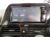 携帯電話をナビに登録するとBluetoothで乗車時に自動で通信が始まり、ハンズフリー通話が可能になります。また、Bluetooth接続時は電話帳や動画・音楽の通信も可能になります。