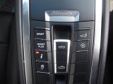 リアスポイラーやオープン操作などは運転席から簡単に行えます!