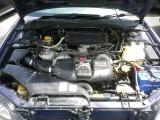 EJ20水平対向エンジンは2リッターツインターボ。