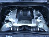 4.8LのV8エンジンは虚位的な加速をお約束します!