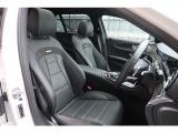 フィット感の良いAMG専用シートは座り心地良く長距離のドライブでも疲れを感じさせません。