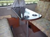 カップホルダー付き テーブル