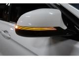 エアロダイナミクスを追及してデザインされたウィンカー付きサイドミラーです。
