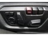 前席は電動シートとなっており、お好みのポジションに設定可能です。