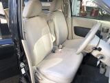 シート色はベージュ系です。汚れを気にされる方はシートカバーの設置も承ります。