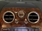 この車両の最大のポイントは自動開閉式のオープンTOP!開閉時の音も静かで作動も素早い◎幌収納場所近辺は補強も実施され剛性もしっかりある!ガラス製リア窓とベントレーならではの造りこみが静粛性を更にUP◎