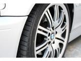 Mパワーを受け止めるタイヤも、カスタムの一環としてお愉しみいただけるポイントの一つ。タイヤが変わると走りも変わります。ご希望のタイヤがございましたら、交換の上ご納車可能です。