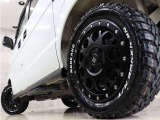 新品アルミに新品ホワイトレターオールテレーンMTタイヤを装着し、アクティブな雰囲気に仕上がりました。