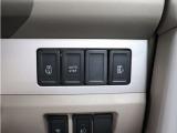 ボタン一つでスライドドアの開閉が可能な両側パワースライドドアを装備しております。