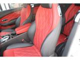 コンチネンタルGT スピード 4WD 黒/赤ダイヤモンドレザーシート