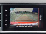 縦列駐車と車庫入れの両方に対応可能なパークアシストは、ガイドライン付バックカメラや前後バンパーに装着されたパーキングセンサーを駆使し、ドライバーに代わってステアリングの自動操作補助をしてくれます。