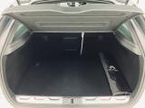 通常時の荷室容量は465リッターと実用的な容量を確保していますが、後席のクッションを跳ね上げて畳むダブルフォールディング式を採用していますのでラゲッジスペースを更に拡大することが可能です。