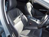 メモリー機能付きブラックレザーシートにシートヒーターが装備されます。