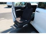 エスクァイア 2.0 Xi ウェルキャブ スロープタイプ タイプII サードシート付 助手席...