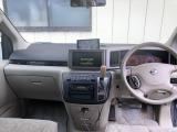 洗練されたデザインとシンプルで操作性の良い運転席です。