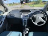 ヴィッツ 1.3 F 4WD ETC/CD/冬タイヤ
