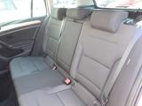 長時間ドライブも疲れない快適なコンフォートシート。しっかりと身体もホールド。上質で洗練されたインテリア空間を創出。リヤシートはヘッドクリアランスも余裕でゆったり。