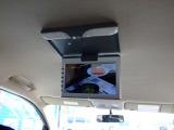 フリップダウンモニター!お子様のお気に入りのDVDを再生し、ご機嫌なドライブをお楽しみください!