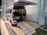ダイハツ ハイゼットカーゴ スローパー リヤシートレス仕様 折り畳み補助シート付き 4WD