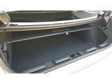 ルーフを開けた時のトランクです。上に屋根が入りますが、下の部分に荷物が置けます。