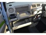 収納スペースがたくさんあるので、車内をスッキリさせることができます♪ドリンクホルダーもワンタッチで出せます!