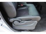 運転席にはシートリフターを標準装備しております!