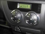 オートエアコンですので簡単操作で温度調整が行えます。