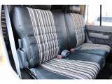 セカンドシートは前席側に折り畳みすることも可能です!