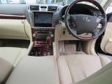 視界が広く、すっきりとした空間が運転がしやすく居心地が良い運転席です。