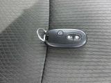 ◆スマートキー◆バッグやポケットの中にキーを入れたまま、鍵の開け閉めやエンジン始動が可能なスマートキー。両手に荷物を持っているときには特に便利ですね!その名の通り、スマートな動作が可能です!!