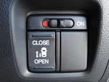 片側電動スライドドアで、らくらく開閉できます!