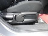 運転席のシートリフターはドライブポジションの確保に役立ちます