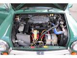 エンジンルームです。オルタネーターは容量アップしております。ホース類もシリコンホースに交換しております。