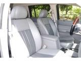 広い運転席で長時間のドライブも快適です!!